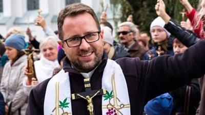 Отец Анджей Иодковский организует духовные упражнения для мужчин в костеле на Девятовке