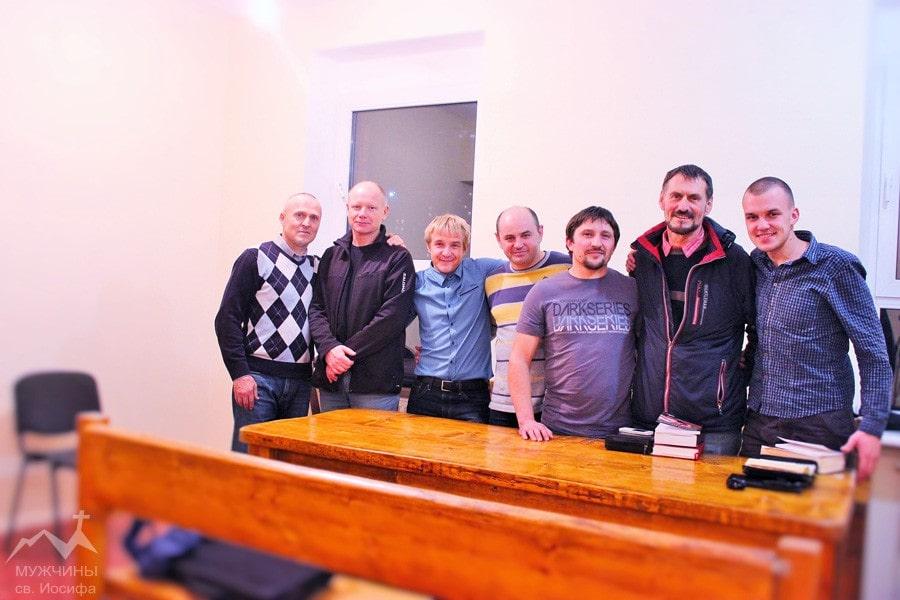 Группа мужчин католиков МСИ