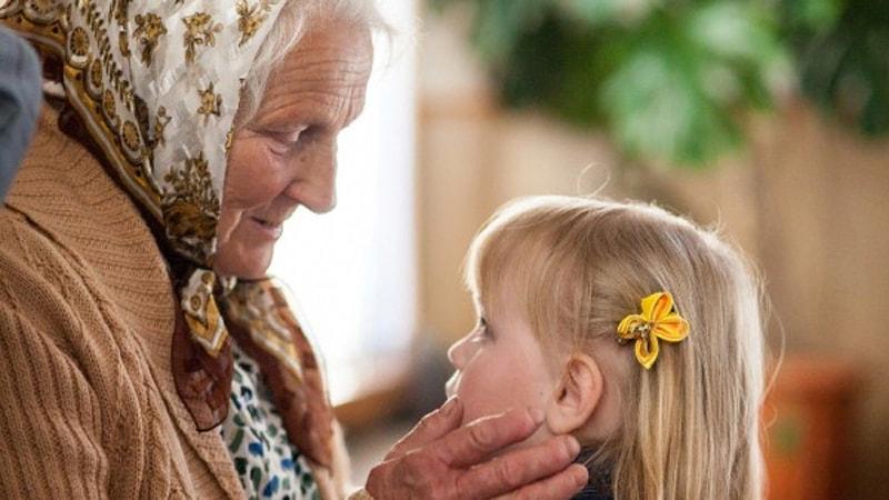 Старшее поколение передает веру младшему