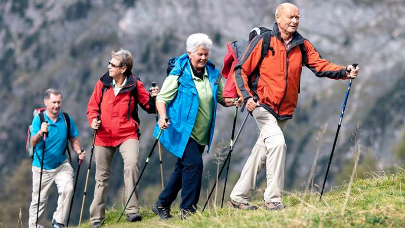 Как пожилые люди справляются с одиночеством - благодаря чтению, молитвам или участию в инициативах