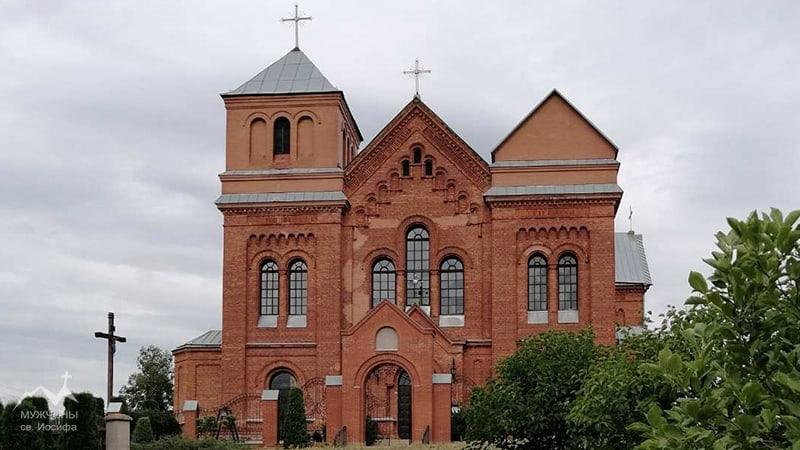 Росица Костел Святой Троицы фото